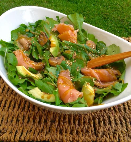 (10)smoked salmon salad with arugula and avocados